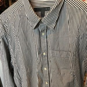 Men's Old Navy buttonup shirt